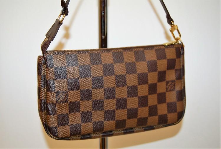 54c94685b47c Louis Vuitton Damier Ebene Pochette Accessories