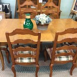 1-24375 Ethan Allen Wood Table, 2 Leaves, 6 Chairs