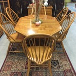 1-24476 Thomasville Oak Dining Table, 6 Chairs, 2 Leaves