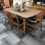 1-25241 Mid-Century Table, 6 Chairs and 2 Leaves