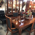 1-25504 Stanley Table w/ Table, 6 Chairs. 2 Leaves  and Breakfront