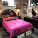 1-26724 Henredon: Queen Bed, Dresser w/ Mirror, 2 Nightstands