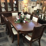1-27700 Broyhill Table, 6 Chairs, 2 Leaves & Pads
