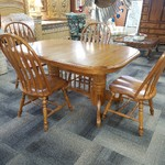 1-31432 Oak Table w/ 4 Chairs and 2 Leaves