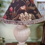 7898-41 Beige Lamp w/ Floral Shade