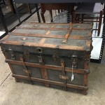 1-32622 Vintage Trunk
