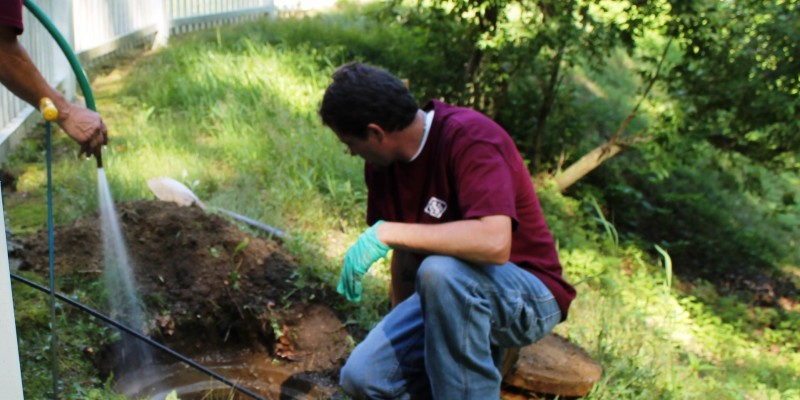 Inspect the condition of the septic tank/baffles/tees for cracks, deterioration, or missing components.