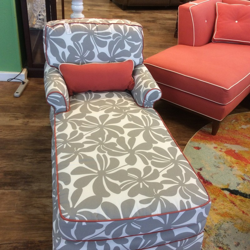 Well now, isn't this just the cutest thing!! This petite chaise is in fabulous condition. It came in with a coordinating coral colored sectional sofa (available for purchase seperately), and the 2 pieces look awesome together!
