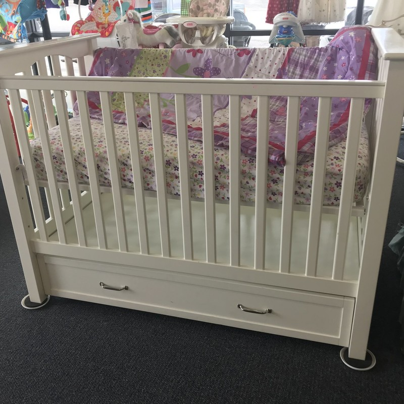 Pottery Barn Crib W/drawer, beautiful and sturdy, retails new for $599-399, priced to sell at $179.99.NO SHIPPING-in store pick up only