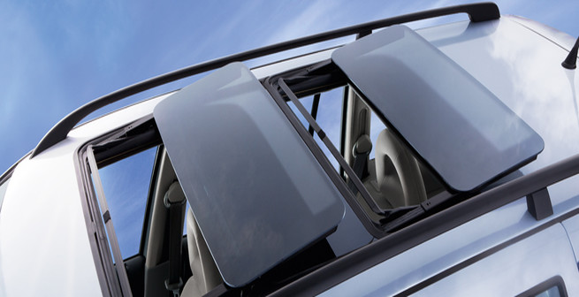 Dual Panoramic Sunroofs